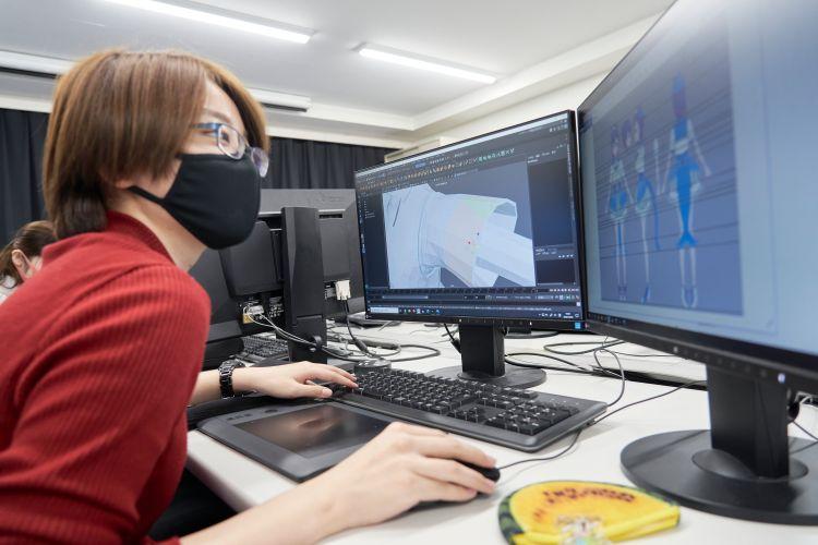3DCGモデリングを行う学生